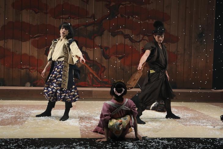 日本劇作家協会プログラム 座・高円寺冬の劇場22 OFFICE SHIKA PRODUCE「秘剣つばめ返し」より。(撮影:和田咲子)
