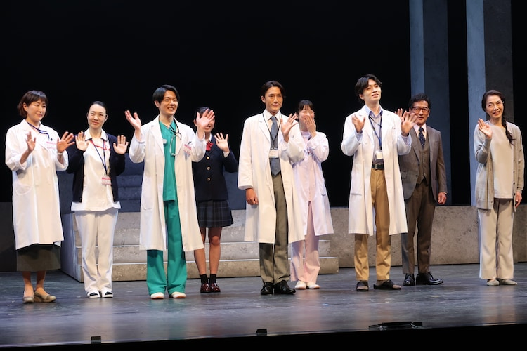 「舞台『ドクター・ブルー』~いのちの距離~」取材会の様子。