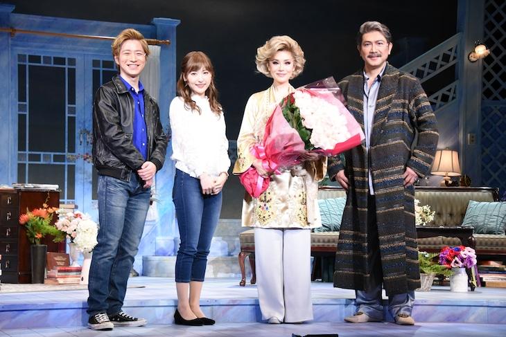 「ローズのジレンマ」出演者。左から村井良大、神田沙也加、大地真央、別所哲也。