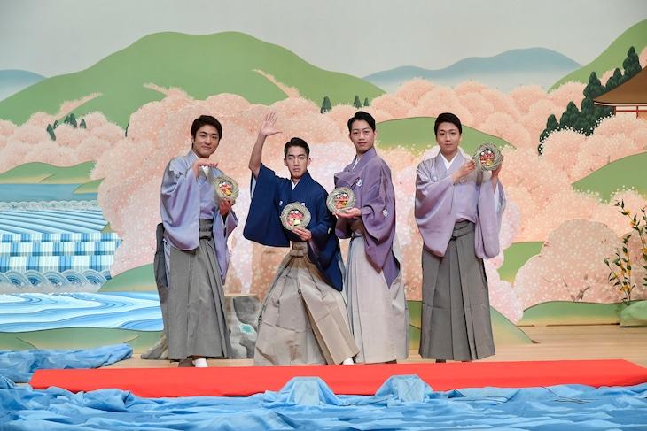「三月花形歌舞伎」流し雛イベントより、左から中村橋之助、尾上右近、中村壱太郎、中村米吉。