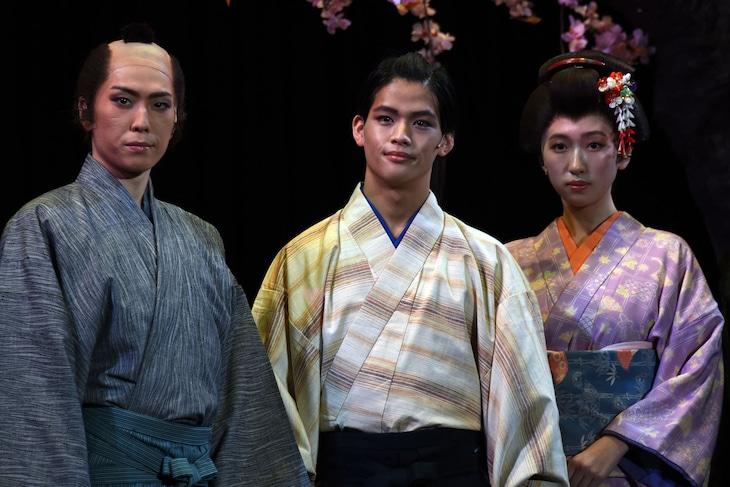 「陽だまりの樹」開幕直前取材より。左から早乙女友貴、菅田琳寧、日比美思。