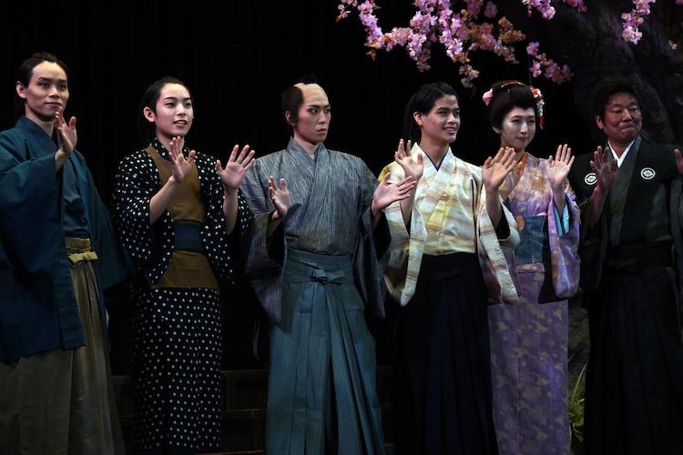左から太田将熙、阿達慶、早乙女友貴、菅田琳寧、日比美思、ダンカン。