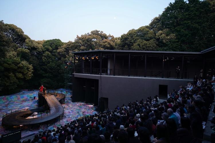 野外劇場の様子。「寿歌」より。