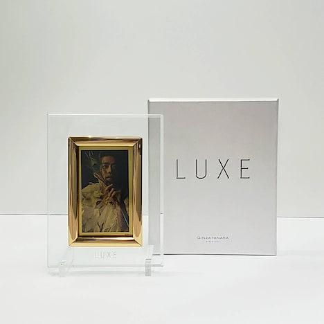 「LUXE」の純金プレート。