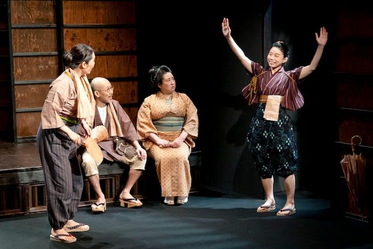 ニットキャップシアター 第40回公演「カレーと村民」大阪公演より。(撮影:脇田友)