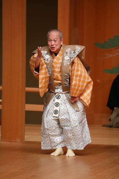 「柑子」より、野村万作。(撮影:オクムラ写真館)