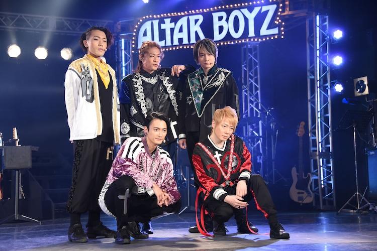 「ALTAR BOYZ(アルターボーイズ)」ゲネプロ前に行われたフォトセッションの様子。