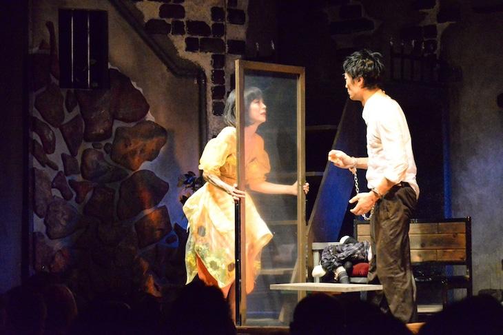 唐組「ビニールの城」(2019年公演)より。
