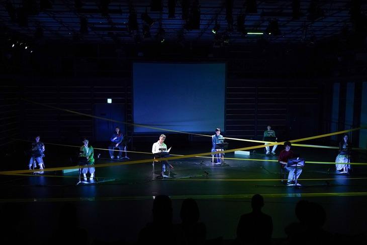 KAAT神奈川芸術劇場プロデュース リーディング公演「ポルノグラフィ」より。(撮影:中村彰)