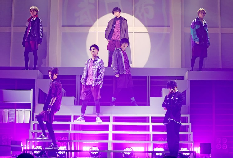 「FAKE MOTION -THE SUPER STAGE-」より。