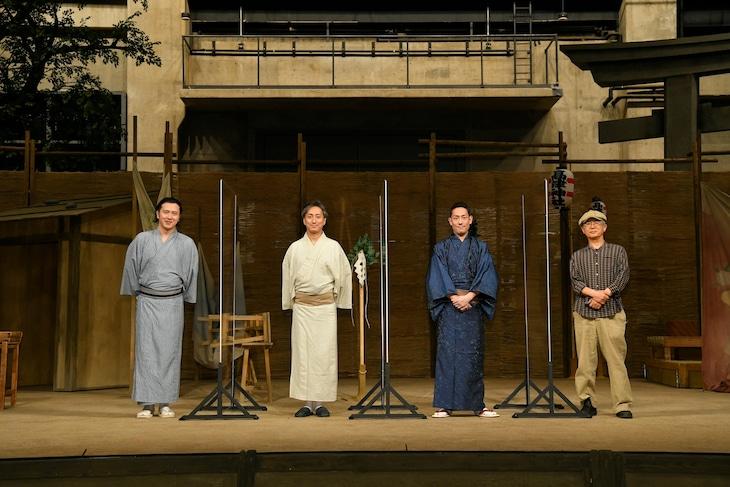 左から尾上松也、中村七之助、中村勘九郎、串田和美。