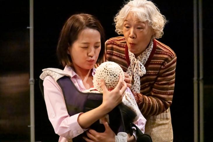 演劇集団Ring-Bong 第9回公演「みえないランドセル」より。(撮影:石崎五義雄)
