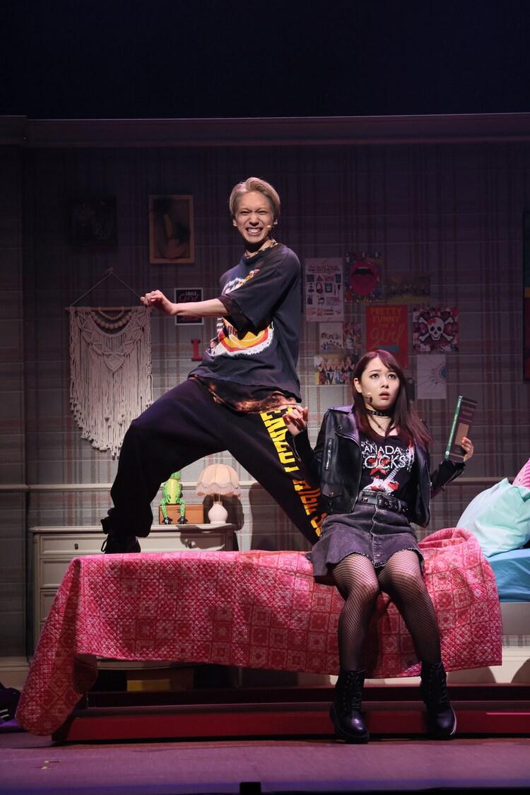 ミュージカル「17 AGAIN」より。(撮影:宮川舞子、提供:ホリプロ)