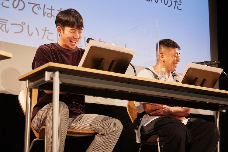 岩井秀人(WARE)プロデュース「第6回 いきなり本読み!」より。左から仲野太賀、後藤剛範。(c)平岩と坂本