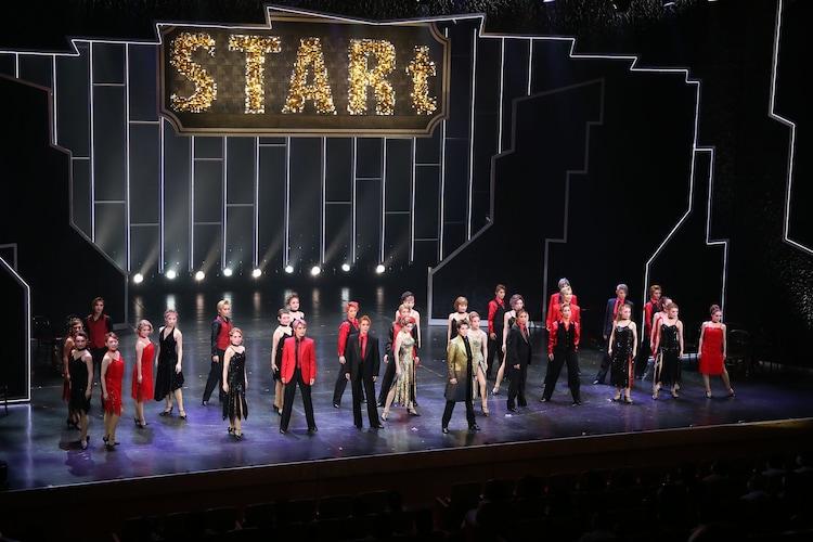 OSK日本歌劇団「レビュー夏のおどり『STARt』」より。