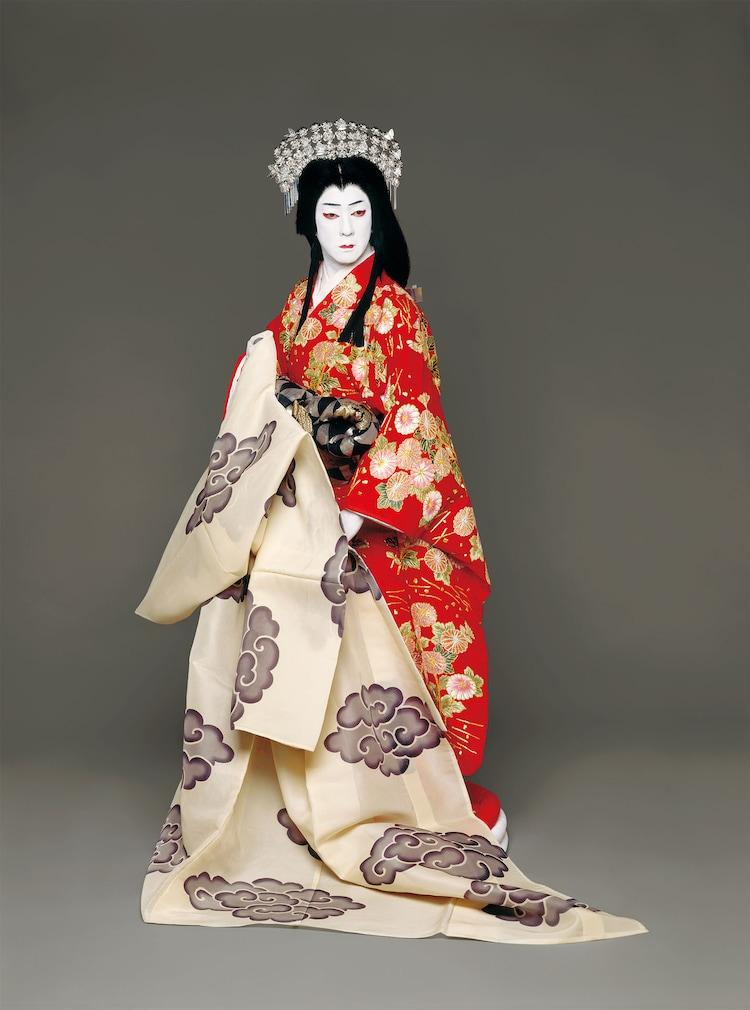 「日本振袖始」より、坂東玉三郎の扮装姿。(撮影:篠山紀信)