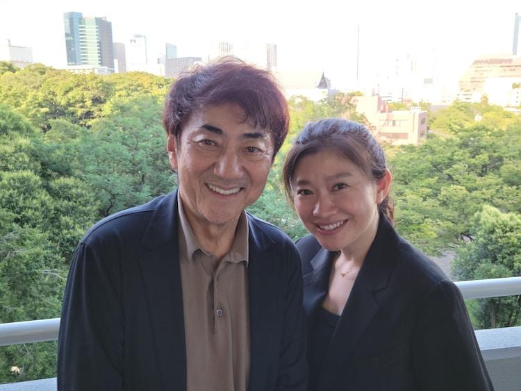 左から市村正親、篠原涼子。7月某日、東京都内にて。