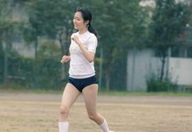 映画「惡の華」より、秋田汐梨演じる佐伯奈々子のブルマ姿。