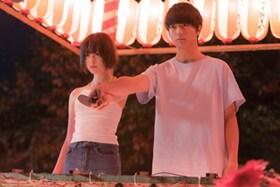 映画「惡の華」より、「中学編」のクライマックスとなる夏祭りのシーン。