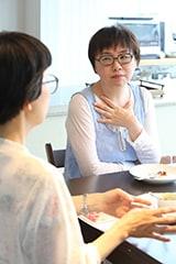 (手前から)杉本亜未、福田里香。