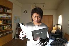 映画「DEATH NOTE デスノート」より、夜神月役を演じる藤原竜也。