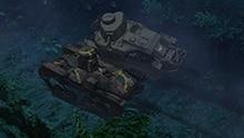夜の森でアヒルさんチームと知波単学園の福田たちがデッドヒートを繰り広げる。