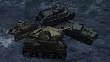 「第2話」より。知波単学園の砲撃からフラッグ車を守りながら、アヒルさんチーム(バレー部チーム)やレオポンさんチーム(自動車部チーム)、アリクイさんチーム(ネット戦車ゲームチーム)の面々が各々のジャンルの小ネタを飛ばす。