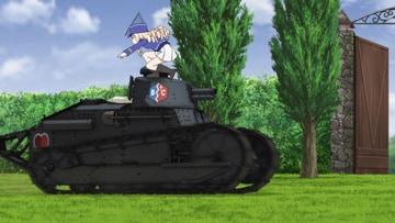 「第2話」より。マリーはスフレを食べていたものの、安藤と押田の対立を止めるため戦車に軽快に乗り込む。