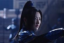 ジン・ティエン演じるリン・メイ司令官。