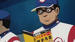 アニメ「グラゼニ」第1話より。夏之介は試合中でも選手名鑑に目を通し、対戦相手を研究することを欠かさない。