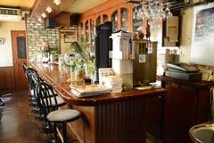 取材は作中に登場する喫茶店のモデルとなった喫茶店フルールにて行われた。