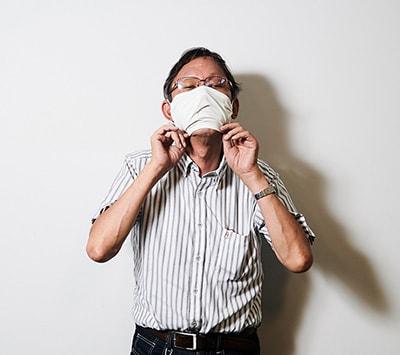 奥村勝彦氏。取材はマスク着用のうえで聞き手と話し手がきちんと距離を取って行われた。特集内でマスクをしていないカットは、撮影用に外してもらったもの。