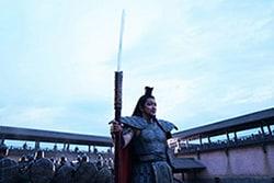 巨大な矛を手にした王騎。