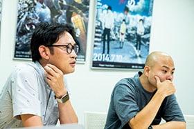 左から大塚学社長、梅本唯監督。