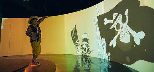"""「360ログシアター~The World of ONE PIECE~」ではこれまでの""""麦わらの一味""""の冒険が約3分の映像にまとめられている。"""