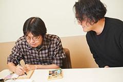 中学生のときから愛読していたという「機動警察パトレイバー」を持参し、ゆうきまさみにサインをもらう武田一義。
