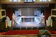 2階席からステージを臨む。