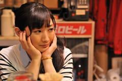 武田梨奈演じるワカコ。