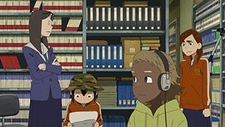 TVアニメ「映像研には手を出すな!」第12話より。イベントで販売予定の自主制作アニメ「芝浜UFO大戦」のラストシーンをデモ音源に合わせて作っていた浅草たちだったが、楽曲の制作者から上がってきた完成版はデモ版とまったく異なるものだった。納品の締切が迫る中、そのことに気付いた浅草は一計を案じる。©︎2020 大童澄瞳・小学館/「映像研」製作委員会