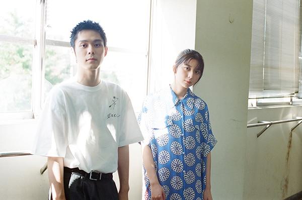 左から細田佳央太、上白石萌歌。