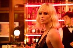 「アトミック・ブロンド」より、シャーリーズ・セロン演じるロレーン・ブロートン。