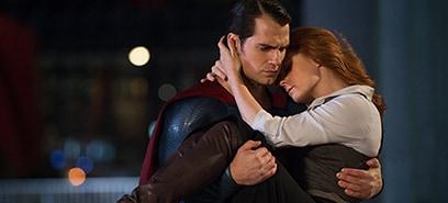 スーパーマン(左)とロイス・レイン(右)。