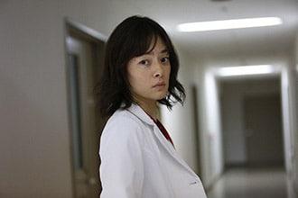 「BG~身辺警護人~」より、市川実日子演じる笠松多佳子。