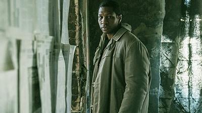 「囚われた国家」より、ジョナサン・メジャース演じるガブリエルの兄・ラファエル。