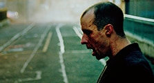 トム・ヴォーン=ローラー演じるコナー。