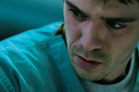 4年間ゾンビとして過ごしたセナン(サム・キーリー)。回復後は感染者の治療センターで働き始める。
