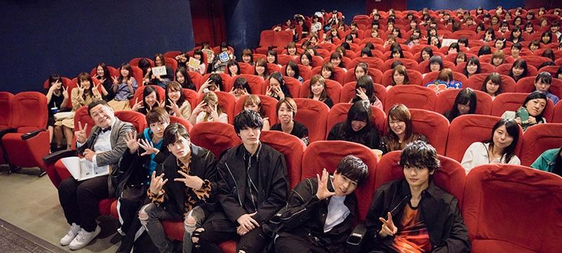 桜田通の計らいで、端席のファンも写ることができるよう記念撮影は3つのアングルで行われた。