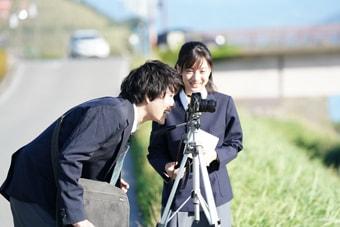 「フィルムに宿る魂」より。左から飯山裕太演じる本田日向、矢野優花演じる工藤沙希。