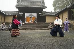 前列左から武田航平演じる寺脇甚八郎、犬飼貴丈演じる青山凛ノ介。