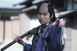武田航平演じる寺脇甚八郎。